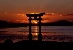 sunset-at-nagao-shrine-in-japan-300x207 Programas
